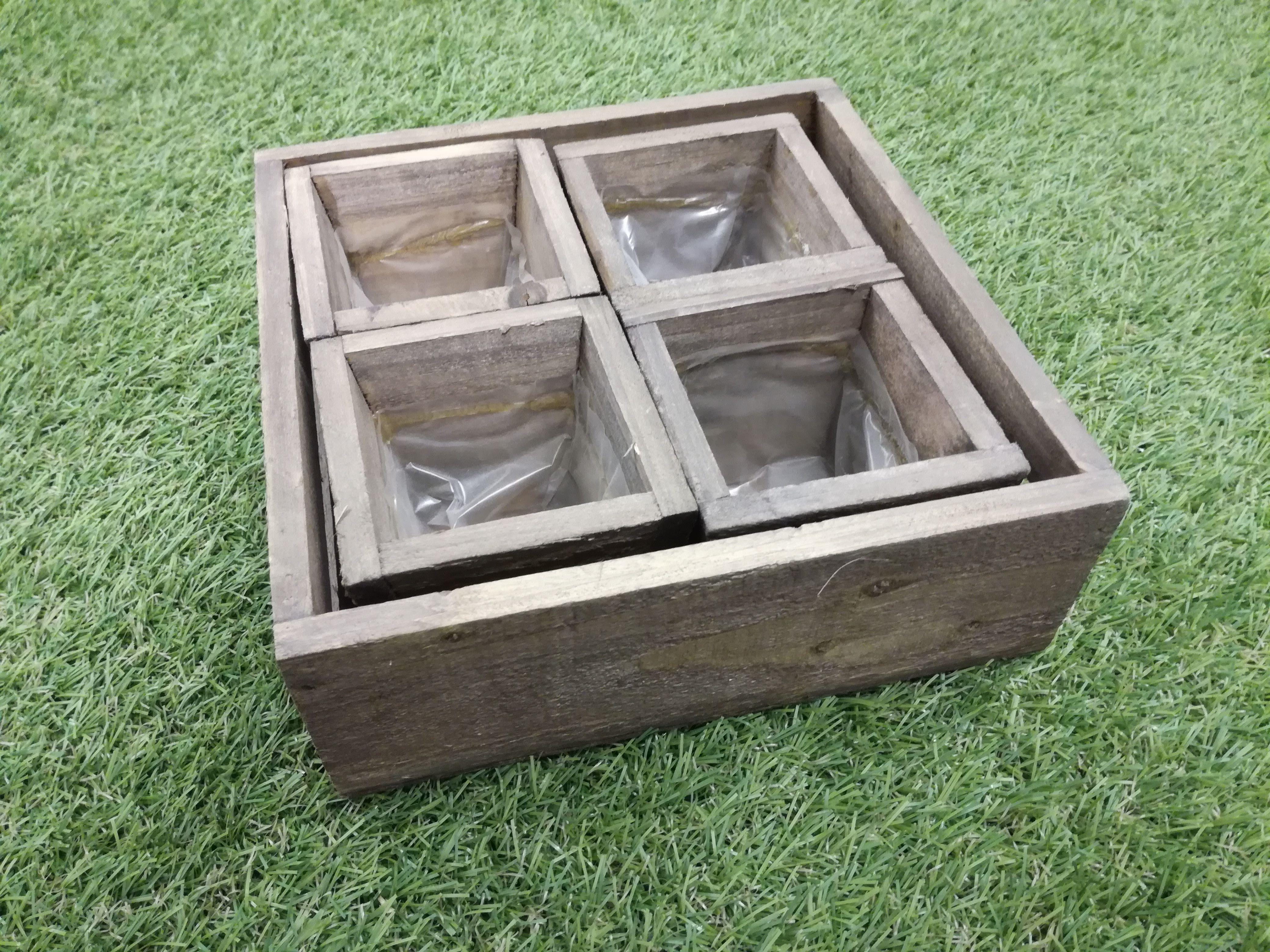 Puulaatikko ja 4 ruukkua, 5 kpl